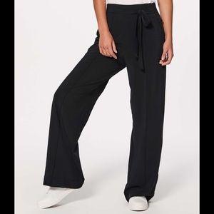 Lululemon Noir Pants NWT - size 10
